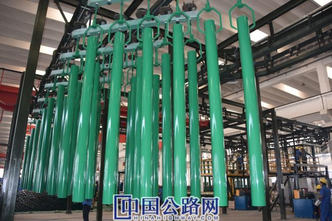 潍坊东方钢管有限公司是集生产、科研、销售、进出口贸易于一体的专业钢材防腐生产企业、全国最具实力的钢护栏交通安全设施产品的专业生产和施工安装企业。.jpg