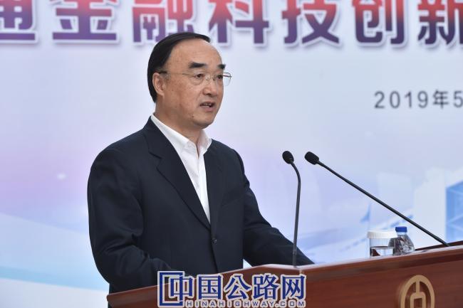 4-中国公路学会理事长翁孟勇在签约仪式上讲话.JPG