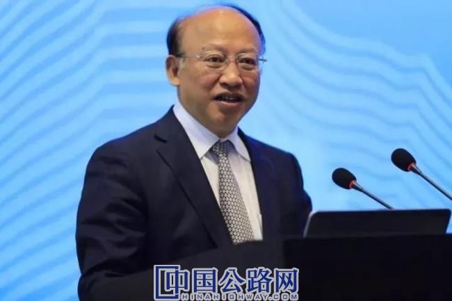 2-中国工程院副院长、院士何华武长期从事铁路工程技术工作,作为技术总负责人,他主持了铁路第六次大提速工程。.jpeg