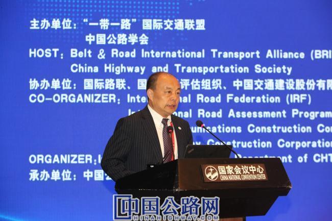 图4:中国公路学会副理事长兼秘书长刘文杰代表中国公路学会,汇报了联盟2018-2019年的重点工作及下一步的工作计划。.JPG