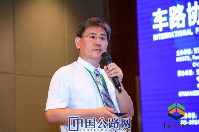 8-首发集团科技和规划设计部部长张骐介绍了京津冀交通一体化重要工程——延崇高速公路的智慧方案.jpg