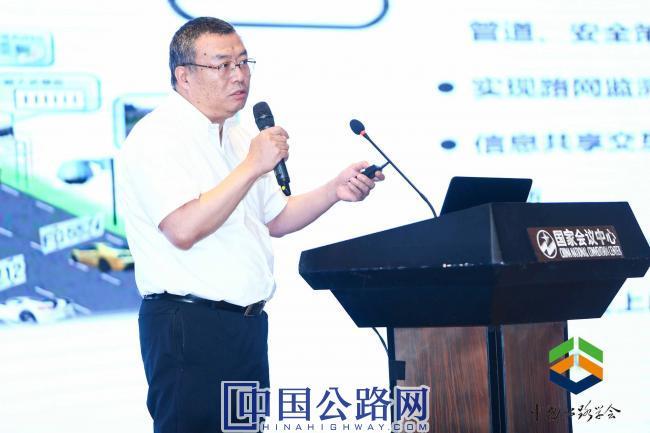 3-交通运输部路网监测与应急处置中心副主任王刚从路的角度解读了我国车路协同的现状及问题。.jpg