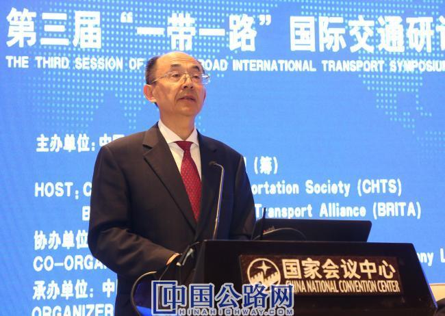2-交通运输部总工程师周伟先生在论坛上讲话.jpg