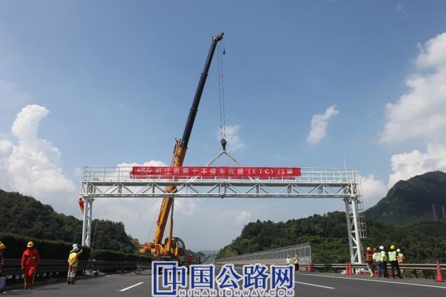 图2-今年年底前,浙江省高速公路省界收费站将全部拆除。.jpg