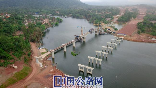 在建老挝高速公路南利河大桥.jpg