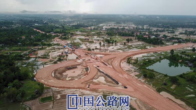 在建老挝万万高速公路某互通立交.jpg