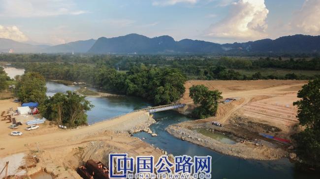 在建老挝万万高速公路南松河大桥.jpg