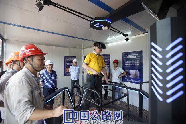 中老友谊隧道工区配备VR安全体验馆.JPG
