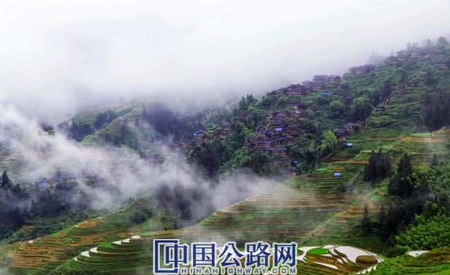 美丽的加鲁村。.jpg