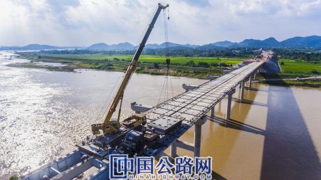 抚河大桥桥面预制件安装.jpg