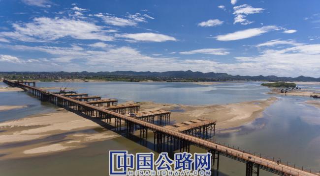 王安石大桥钢便桥.jpg