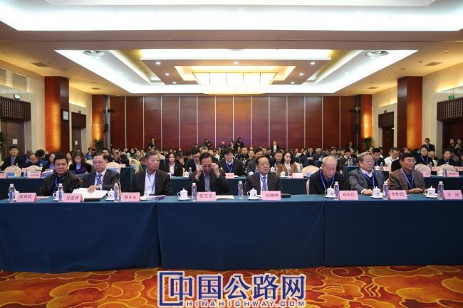 0-2020中國交通科技發展峰會在京舉行.jpg