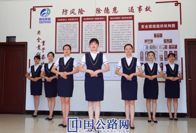 64四川宜泸高速下长收费站巾帼文明团队 (2).JPG