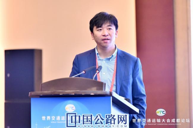 国家发展改革委员会综合运输研究所综合室主任、研究员樊一江在第三届高速公路出行服务论坛上交流发言.jpg