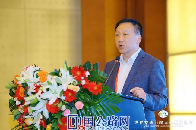 3-吕思忠发表了题为《济青高速公路改扩建智慧安全管控与保障创新实践》报告.JPG