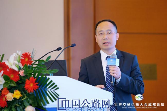 3-刘秋宝就路面机械成套智能化施工技术研究与会交流.JPG