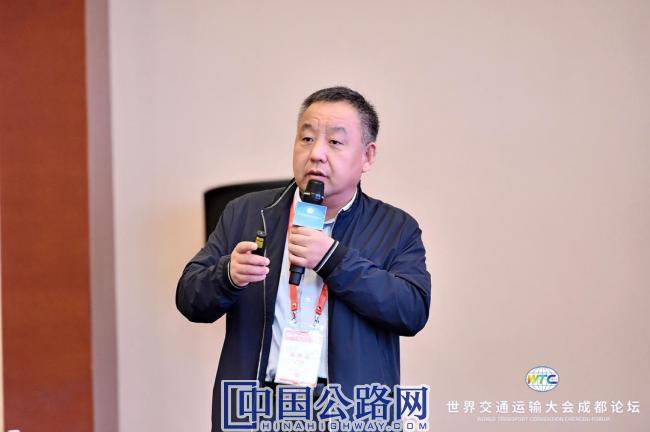 2、长安大学教授、公路学院院长陈建勋作主旨报告.jpg