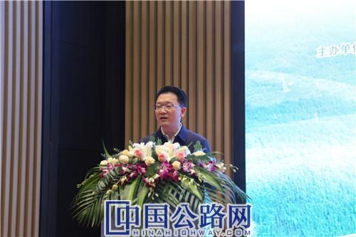 张鸿斌致辞讲话。《中国公路》杂志实习记者 张林 摄.JPG