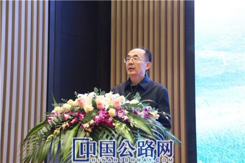 周伟致辞讲话。《中国公路》杂志实习记者 张林 摄.JPG