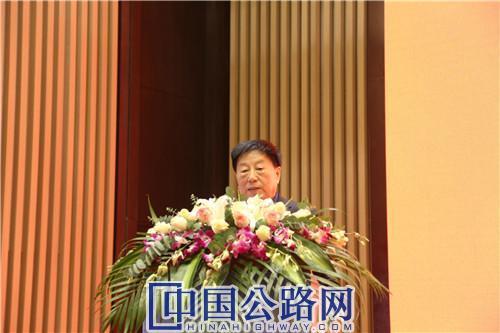 谢礼立作主旨报告。《中国公路》杂志实习记者 张林 摄.JPG