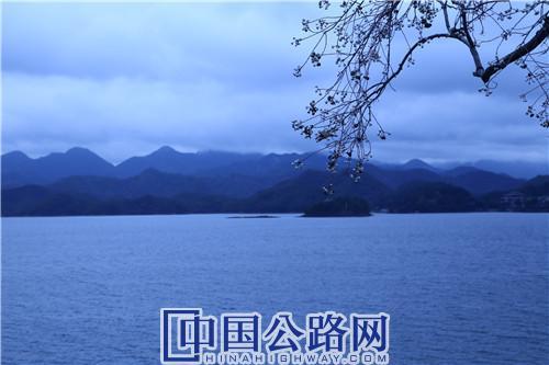 千岛湖一隅。《中国公路》杂志实习记者 张林 摄.JPG