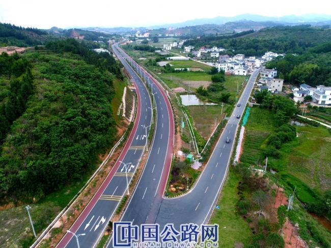 特色旅游路——安远县和务至三百山一级旅游路.jpg