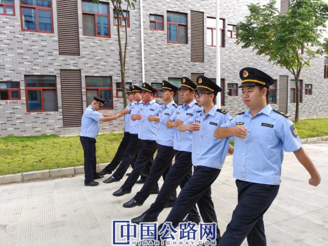 军事化队列训练.jpg