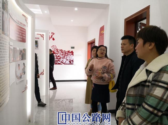 图为:安福公路分局学习组一行观摩王斌劳模工作室0.jpg