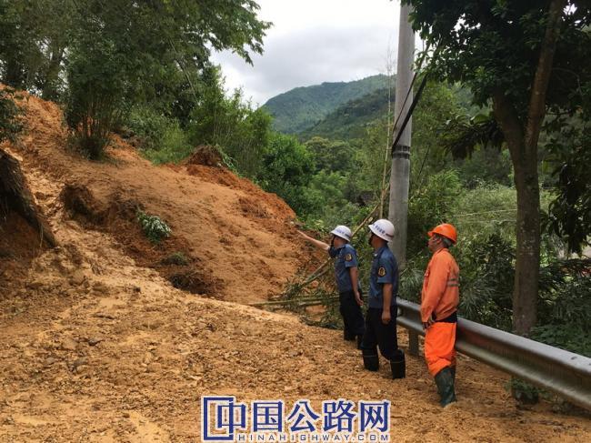 图-庆元:发生山体滑坡公路受阻.jpg
