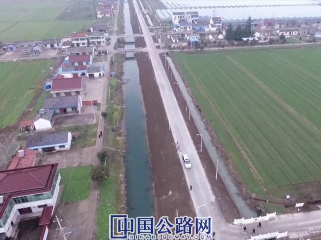 宝应县今年新建改造农村公路110公里(2).jpg
