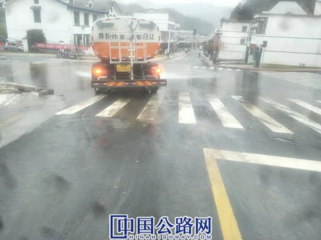 春运处置迅速处置一起交通事故4.jpg