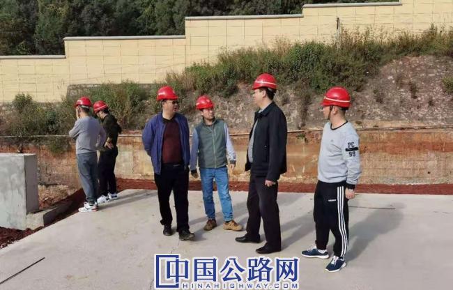 省局世行办检查指导昆明公路局机械化养护和应急中心建设项目01.jpg